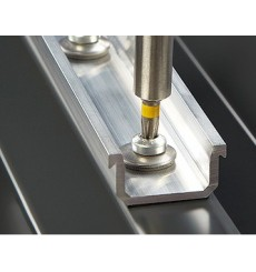 Triángulo fijador para panel fotovoltaico 20º-30º.
