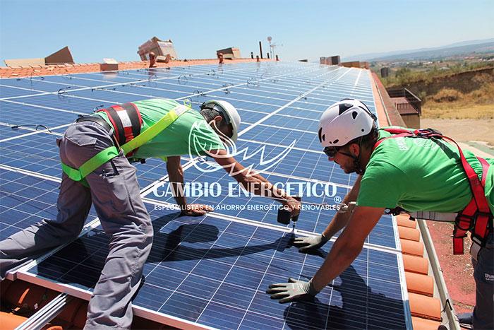 Paneles solares para hoteles y casas rurales. Soluciones de consumo energetico para el sector turistico